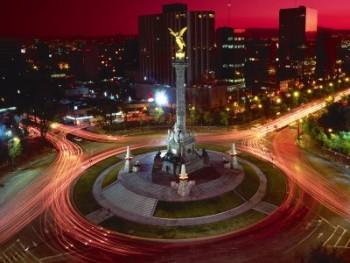 Pirâmides e arranha-céus fazem parte da Cidade do México