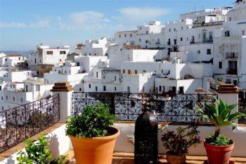Praias, serras e vilas brancas atraem turistas para região da Andaluzia