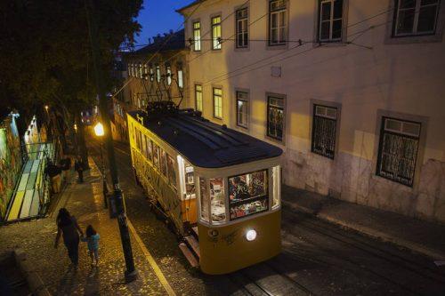Explosão do turismo recupera Lisboa, mas expulsa moradores