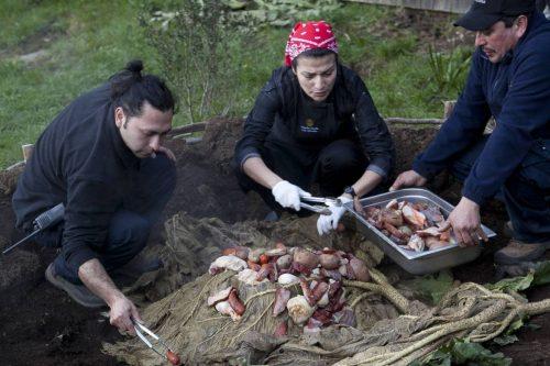 Gastronomia de Chiloé, no Chile, usa fumaça para temperar peixes, batatas e frutos do mar