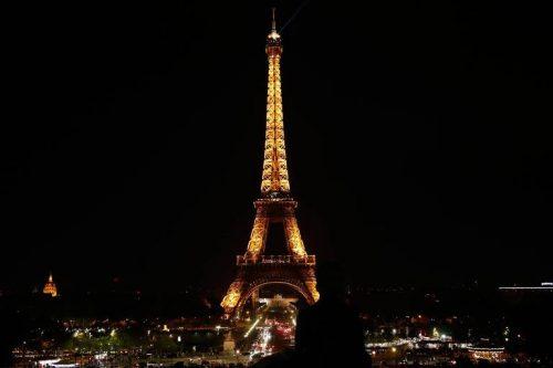 Paris é sinônimo de lua de mel para paulistanos; passeios românticos incluem parques e terraços de cafés